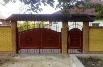 Корырек над воротами
